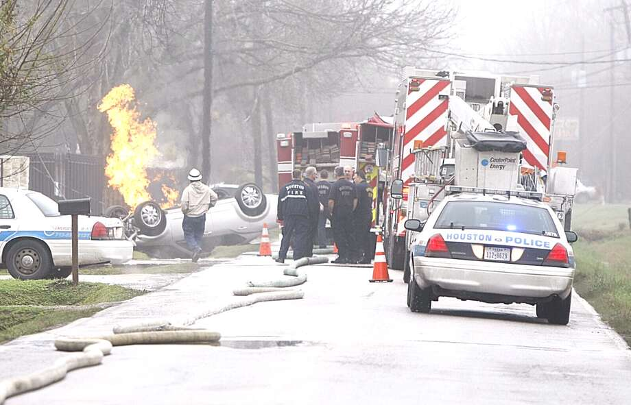 A natural gas line was ruptured in a traffic wreck on Parker near Jensen about 9 a.m. Tuesday. (HC/Nick de la Torre) Photo: Nick De La Torre