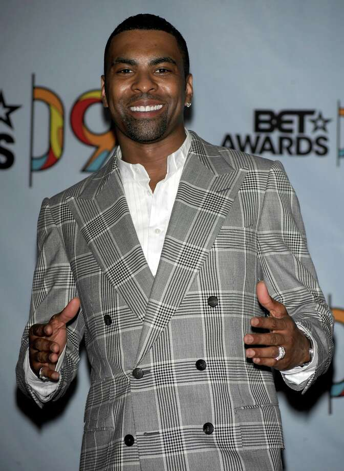 Singer Ginuwine poses in the press room during the 2009 BET Awards held at the Shrine Auditorium on June 28, 2009 in Los Angeles Photo: FRAZER HARRISON, GETTY IMAGES
