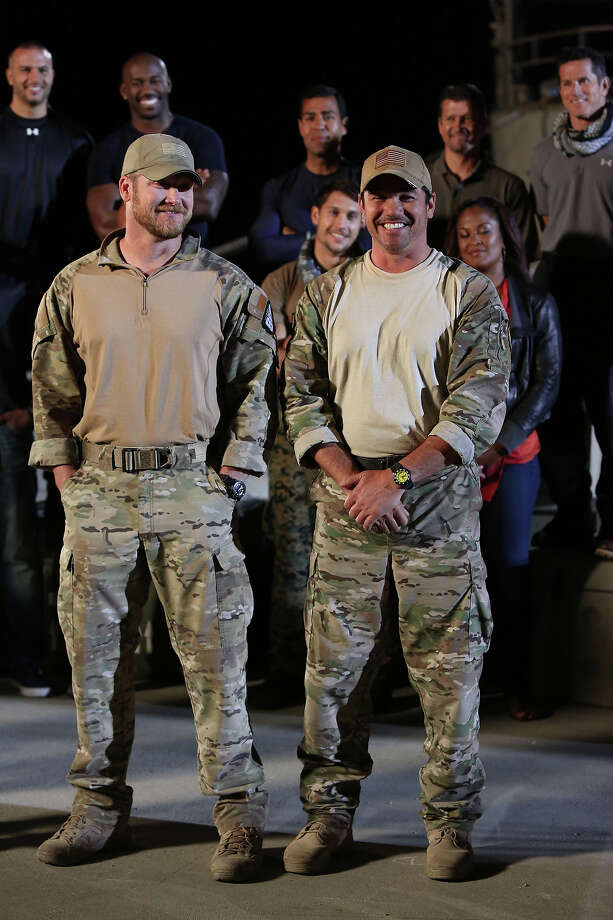 "Former Navy SEAL Chris Kyle, left and actor Dean Cain in an episode of NBC's ""Stars Earn Stripes."" Photo: NBC, NBCU Photo Bank Via Getty Images / 2012 NBCUniversal Media, LLC"