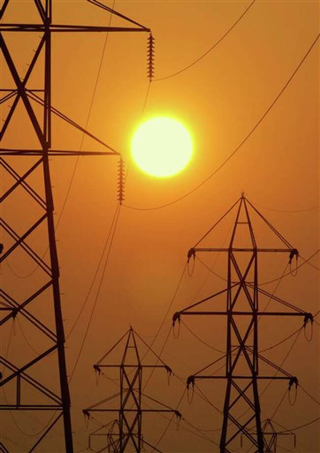 Take a closer look at 12 ways you can save on your summer electric bill. Photo: MARK A. DUNCAN, AP / AP2003