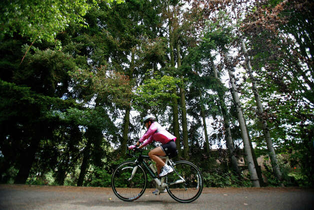 Ride bikes on the Burke-Gilman Trail, and end with snacks and wine at Gas Works. Excellent scenery and lots of time for great conversation. Sure, the wine could result in a $27 ticket, but if Seattle police will only give you a verbal warning for marijuana, it's doubtful you'll get busted for a romantic bottle of wine. Some would say if you're worried about your romantic bottle of wine, bring a romantic bong load instead: police spokesmen have said you won't be ticketed for it. (But if your dog poops in public, that's a $54 fine, of course.)  This date will only cost you want you want to bring in food and drinks.