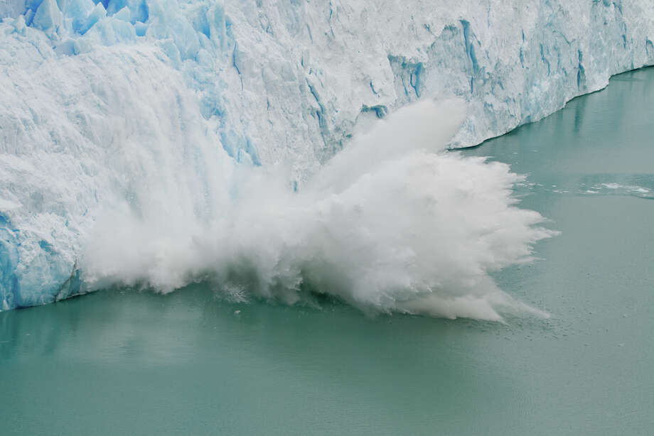 Large piece of ice colapses off of the edge of the Glacier Perito Moreno. Photo: Caly Ponte, Multiple
