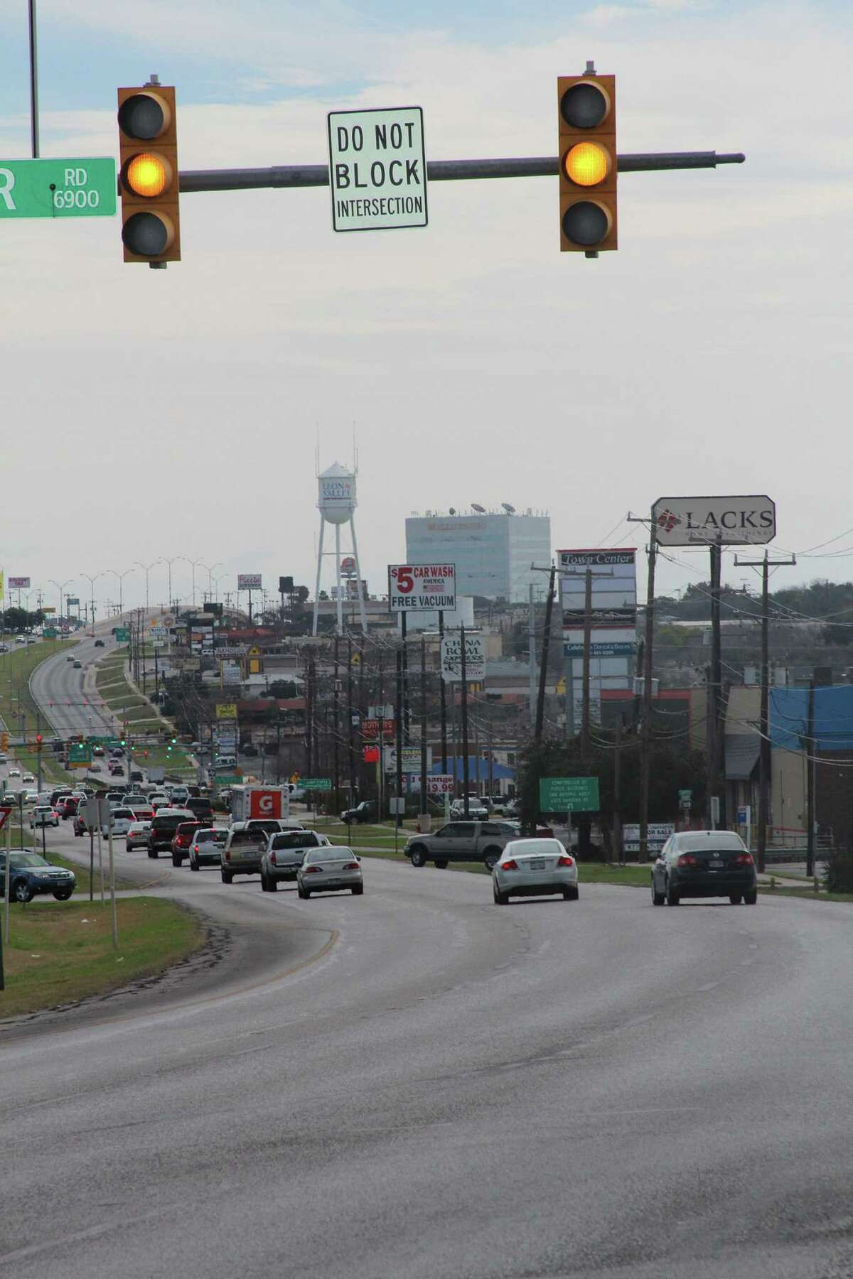 Leon Valley is making an effort to synchronize its traffic lights on Bandera Road to coordinate with San Antonio's signals and ease the thoroughfare's notorious congestion.