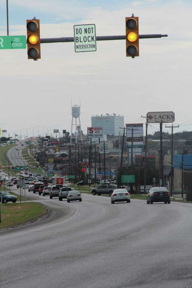 Leon Valley is making an effort to synchronize its traffic lights on Bandera Road to coordinate with San Antonio's signals and ease the thoroughfare's notorious congestion. Photo: Lauri Gray Eaton / Northwest Weekly