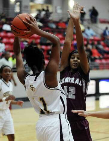 Lady Jaguar Alexandria Hailey, #42, looks to block Lady Bulldog Krishawn Crockett, #11, during the Class 4A first round playoff game featuring the Central High School Lady Jaguars and the Summer Creek High School Lady Bulldogs at Lee College in Baytown on Tuesday, February 12, 2013. Photo taken: Randy Edwards/The Enterprise Photo: Randy Edwards