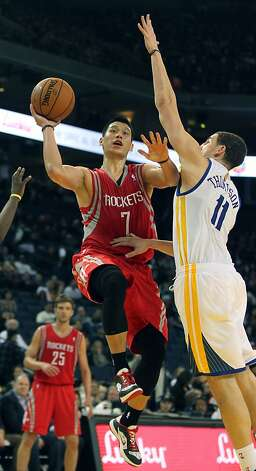 Rockets guard Jeremy Lin (7), who scored 14 points, drives past Warriors guard Klay Thompson in the second half. Photo: Lance Iversen, The Chronicle