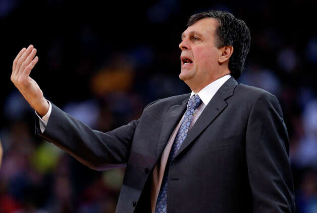 Rockets coach Kevin McHale signals to his players during the first half. Photo: Marcio Jose Sanchez
