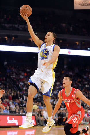 Warriors guard Stephen Curry gets past Jeremy Lin for a basket. Photo: Doug Duran