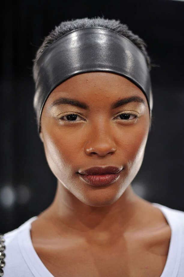 Thick headband. Pamella Roland Fall 2013.  Photo: D Dipasupil, AP/Getty / 2013 Getty Images