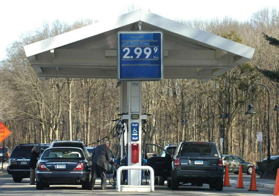 The Mobil gas station off of the northbound lane of the Merritt Parkway near exit 37 in New Canaan. Photo: Bob Luckey / Stamford Advocate