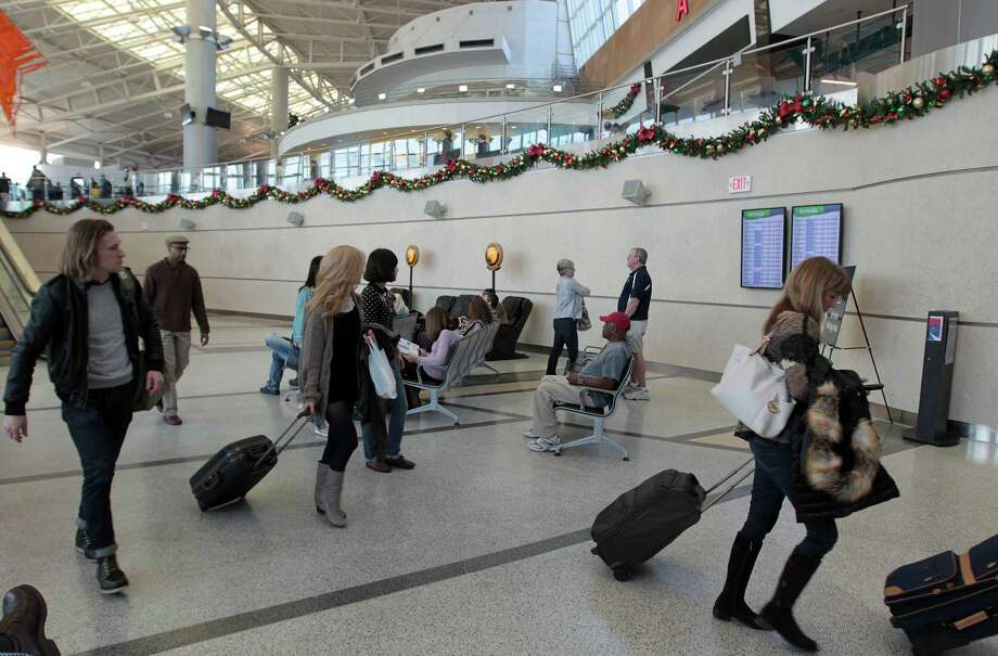 Passengers arrive at Hobby late last year. Southwest eventually may have 20 to 25 international flights there. Photo: James Nielsen, Staff / © Houston Chronicle 2012