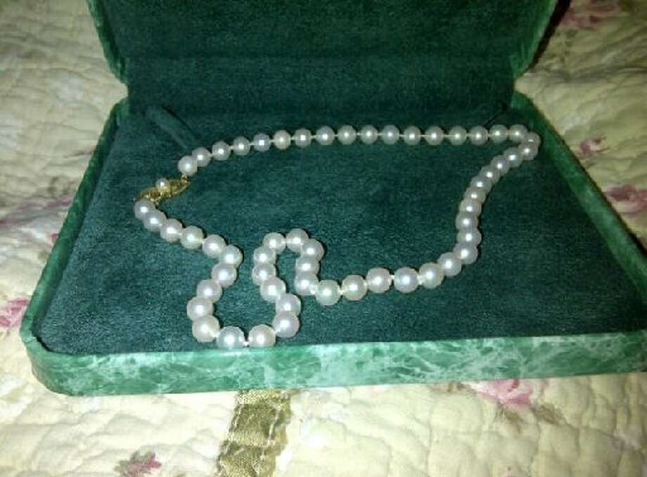 These beautiful pearls were given to me from an ex-boyfriend who mistook hedonism for an acceptable form of morality,  writes the necklace's seller on ExBoyfriendJewelry.com. I have decided to divest myself of the spoils of the war now that the war is over.