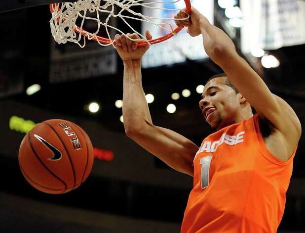 Syracuse's Michael Carter-Williams dunks the ball during the first half of an NCAA college basketball game against Connecticut in Hartford, Conn., Wednesday, Feb. 13, 2013. (AP Photo/Jessica Hill) Photo: Jessica Hill, Associated Press / FR125654 AP