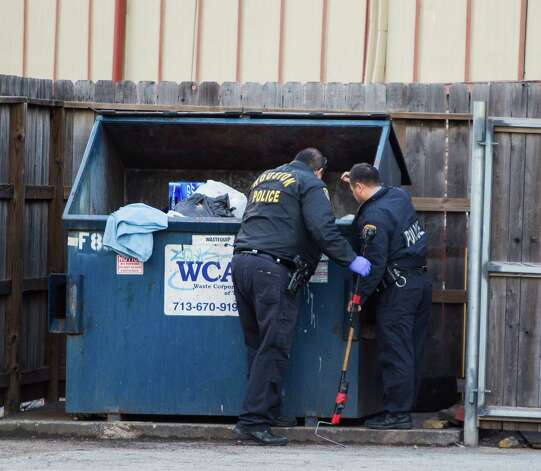 Houston Police search a dumpster for the fetus of a woman who said she had discarded it at the La Casita apartments. The woman told police she took pills to force an abortion because she couldn't care for a child. Photo: Nick De La Torre, Staff / © 2013 Houston Chronicle