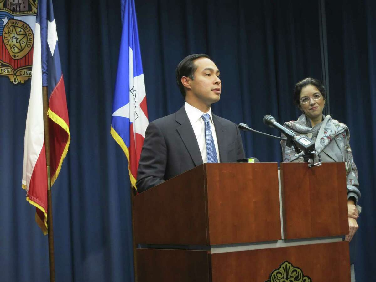 Mayor Julián Castro joins District 3 Councilwoman Leticia Ozuna Feb. 13 at City Hall to announce expansion of the city's broadband communications capability.