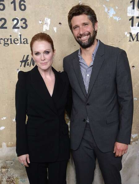 Julianne Moore and Bart Freundlich began seeing each other while he was directing her in the film Th