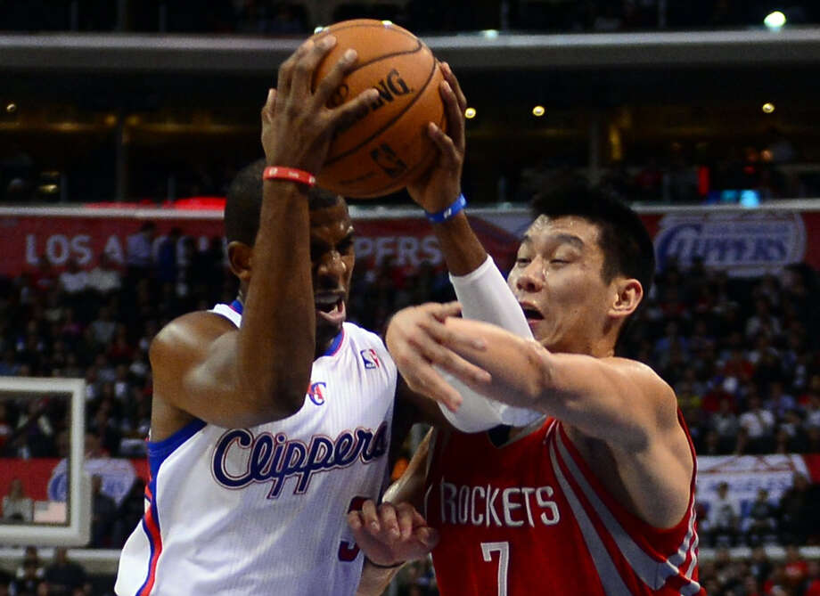 The Clippers' Chris Paul, left, gets pushy with Jeremy Lin on Wednesday night. Photo: FREDERIC J. BROWN, Staff / AFP