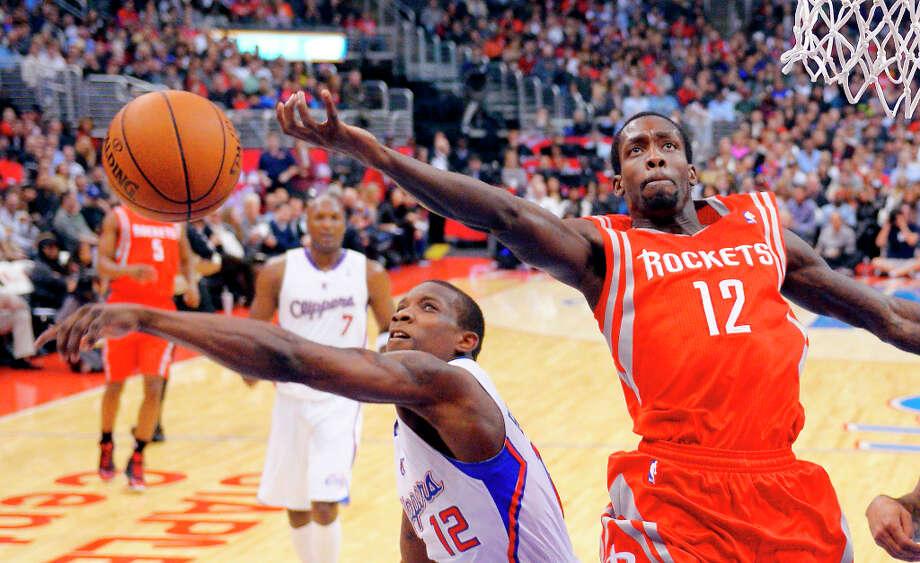 Clippers guard Eric Bledsoe, left, blocks the shot of Rockets guard Patrick Beverley. Photo: Mark J. Terrill, Associated Press / AP