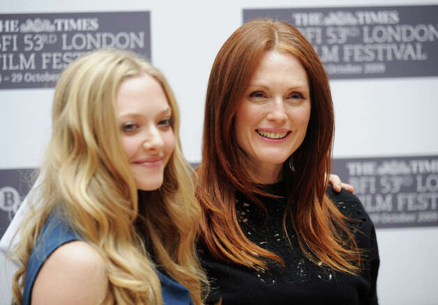 Amanda Seyfried and Julianne Moore attend the 'Chloe' photocall during the Times BFI 53rd London Film Festival at the Mayfair Hotel on October 22, 2009 in London.  Suggested by the davester. Photo: Samir Hussein, Getty Images / 2009 Getty Images