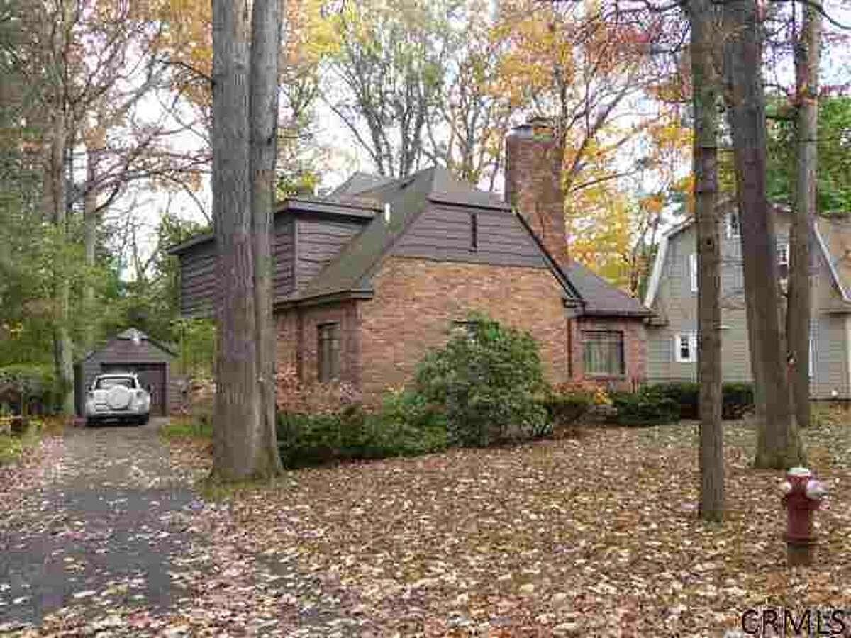 House of the Week: 1717 Dorwaldt Blvd., Niskayuna | Realtor: Barbara Walton, Brokers Network | Discuss: Talk about this house