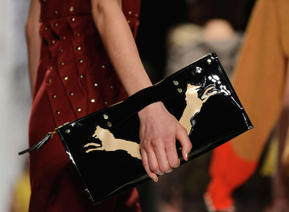 This makes it easy to hang onto the purse Photo: STAN HONDA, AFP/Getty Images / AFP