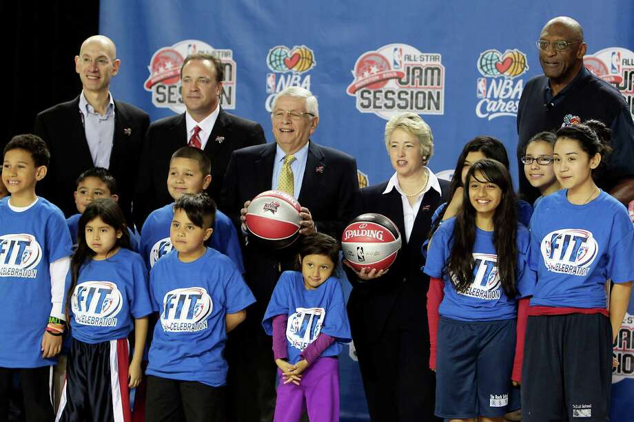 NBA Commissioner David Stern,center left,  and Houston Mayor Annise Parker, center right, poses for a photograph with NBA executives and local youths during the official tip off NBA All-Star Jam Session the George R. Brown Convention Center Thursday, Feb. 14, 2013, in Houston. NBA great Bob Lanier is a right. Photo: James Nielsen, Chronicle / © Houston Chronicle 2013