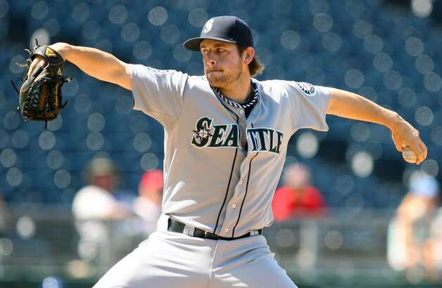 Lucas Luetge | 44 | left-handed pitcher40-man roster2012 stats (Mariners): 2-2, 3.98 ERA, 40.2 IP, 2 SV, 37 H, 38 SO