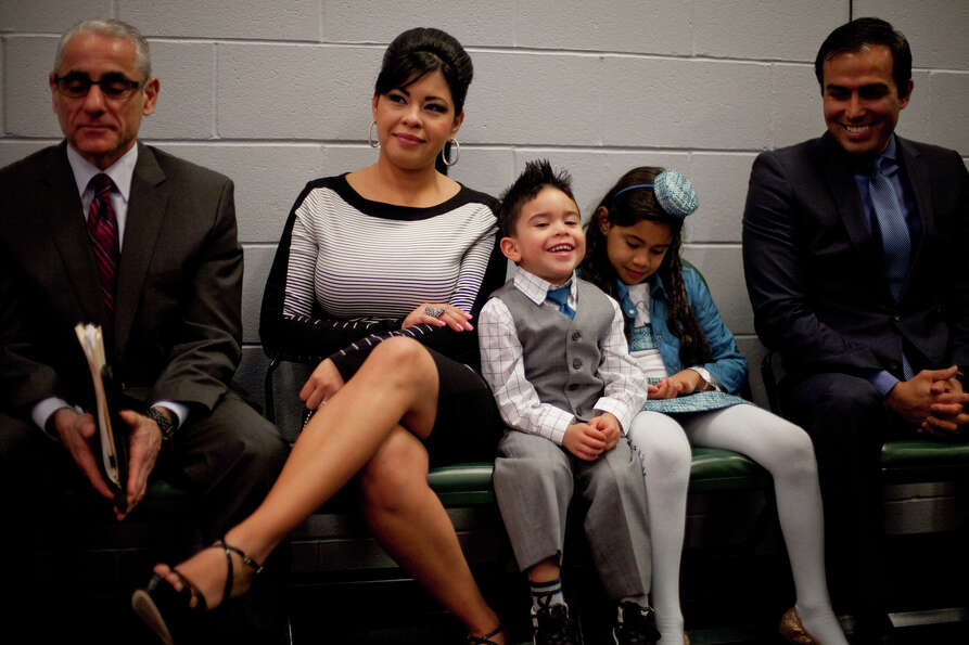 Sandra Hernandez watches her husband Felix Hernandez with their children, Jeremy, 3, and Mia, 7, as