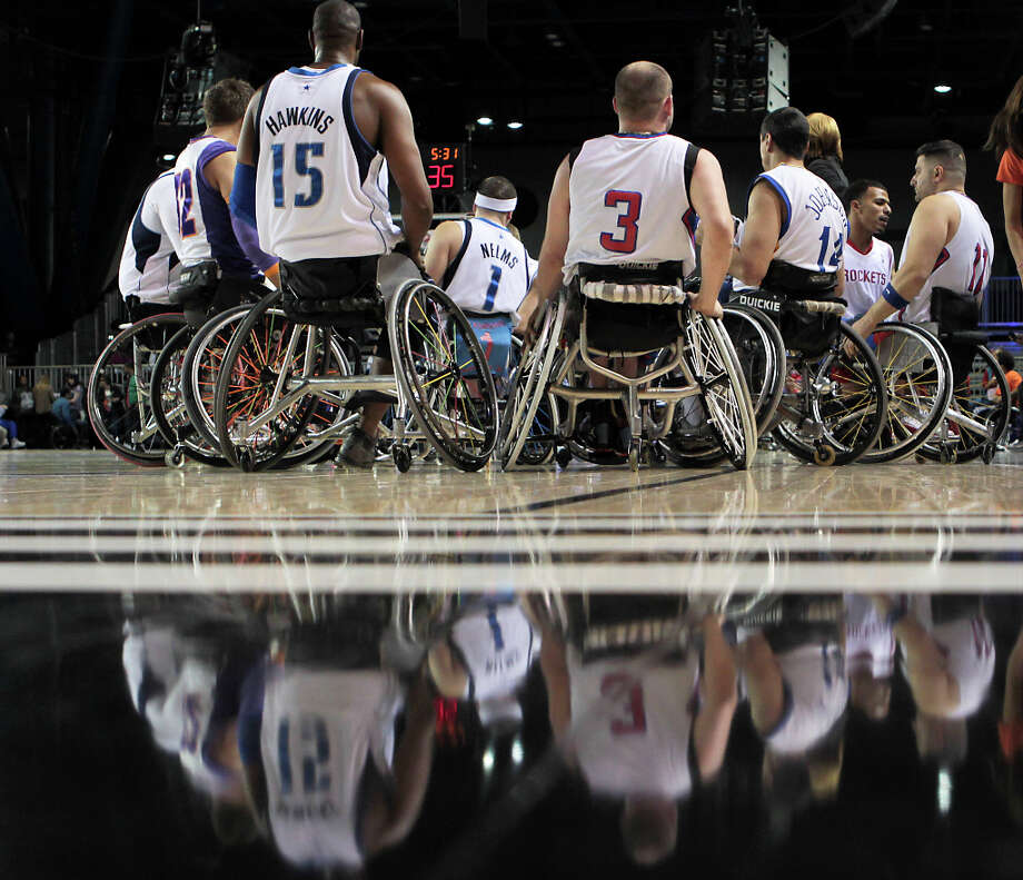 West All-Star team during a time-out during the NWBA Wheelchair Classic All-Star Game. Photo: James Nielsen, Chronicle / © Houston Chronicle 2013