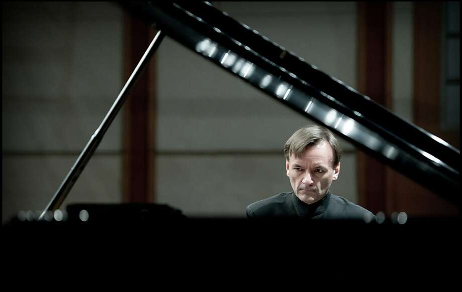 Stephen Hough was the featured soloist in a lithe and alert performance of Liszt's Piano Concerto No. 2, with the San Francisco Symphony led by guest conductor Pablo Heras-Casado. Photo: Sim Canetty-Clarke