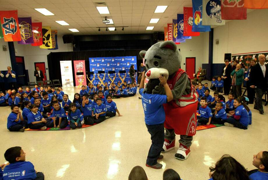 Clutch at an NBA Cares event at Benjamin Franklin Elementary School. Photo: Cody Duty, Houston Chronicle / © 2013 Houston Chronicle