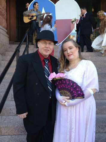Phillip and Annette Anderson wed at the noon ceremony in Valentine's Day at Bexar County Courthouse. Photo: Sarah Tressler/Express-News
