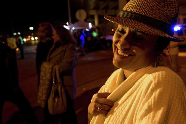 Adriana Perez, of Houston, could only laugh about the ordeal. Photo: Johnny Hanson, Houston Chronicle / © 2013  Houston Chronicle
