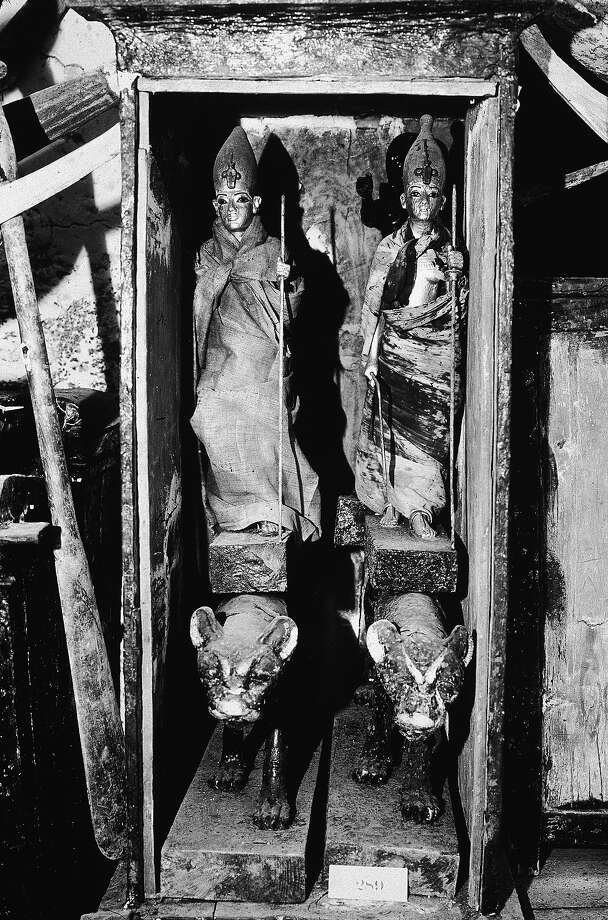 View of a wooden chest containing two statues of King Tutankhamun (14th century B.C.), excavated from King Tut's tomb on Howard Carter's expedition in November 1922. Photo: RDA, Getty Images / Getty 2013