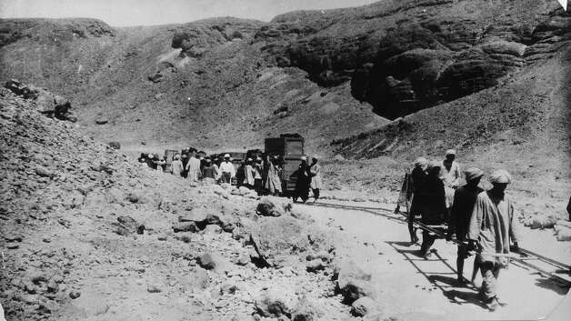 Men build a single track railway through the Valley of Kings for transporting cases of relics from Tutankhamun's tomb in Luxor. Photo: General Photographic Agency, Getty Images / Getty 2013
