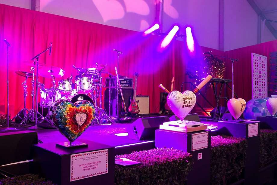 Table-top hearts, designed by various artists, on display at Hearts After Dark. Photo: Drew Altizer Photography, Photo : Hardy Wilson