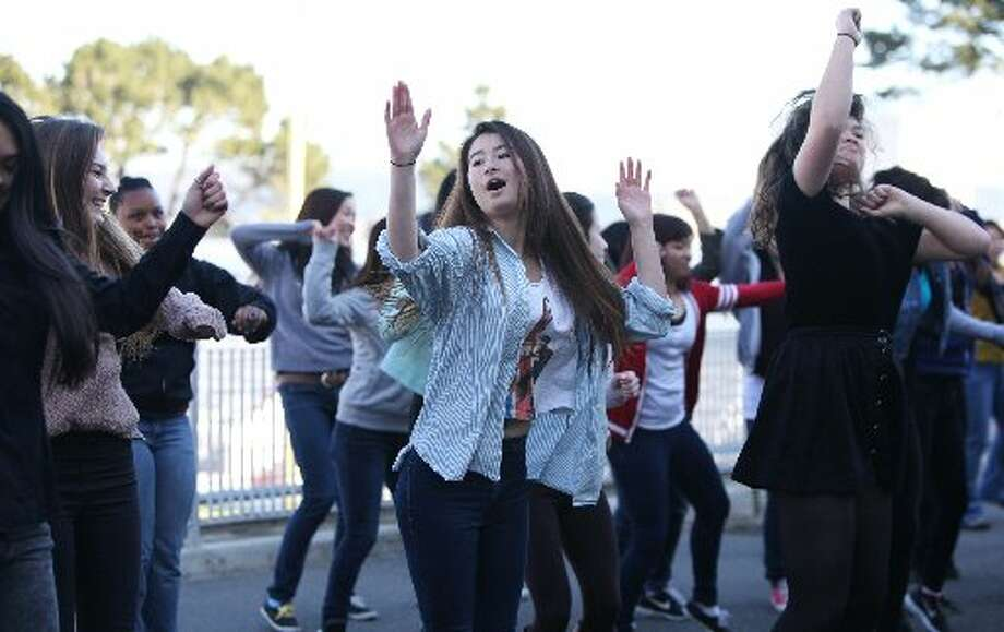 Washington High School students held a lunch time flash mob.