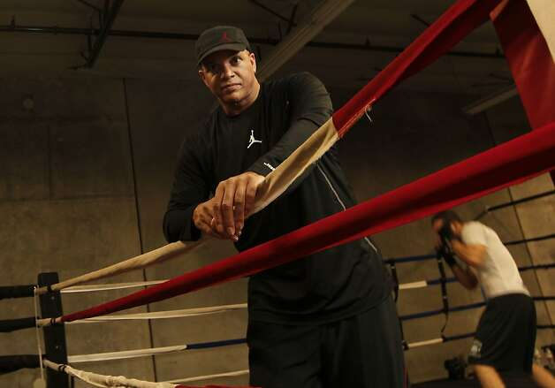 Famed trainer Virgil Hunter at his boxing gym in Hayward, Calif. on Thursday Jan. 3, 2013. Photo: Michael Macor, The Chronicle