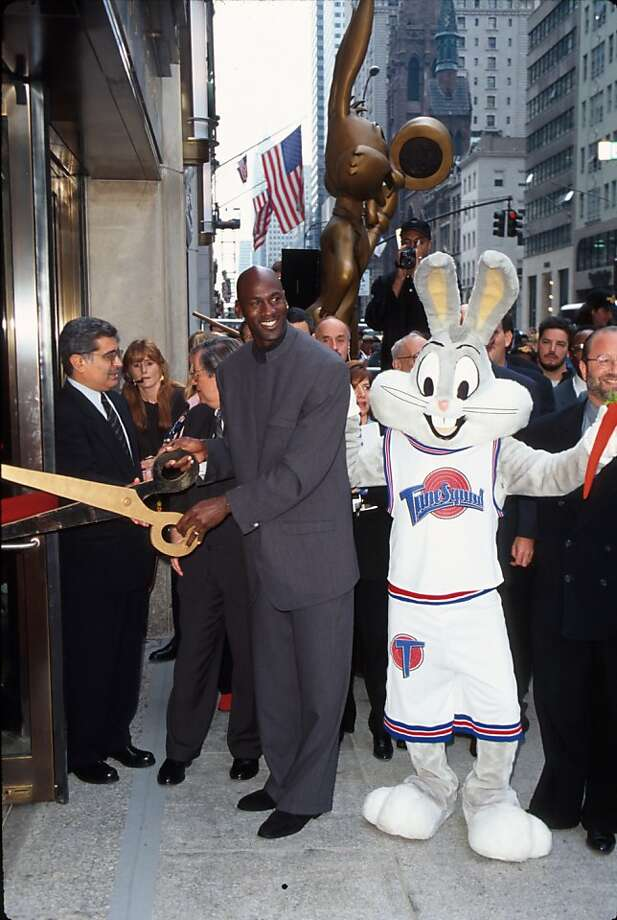 Michael Jordan, Bugs Bunny and Warner Bros. executives stand in front of the Warner Bros. Studio store October 23, 1996 in New York City. Photo: Evan Agostini, Getty Images