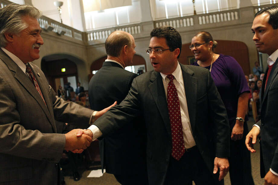 A reader praises the work of Carlton Soules, shown here as a newly elected City Council member shaking hands with fellow council member Ray Lopez.
