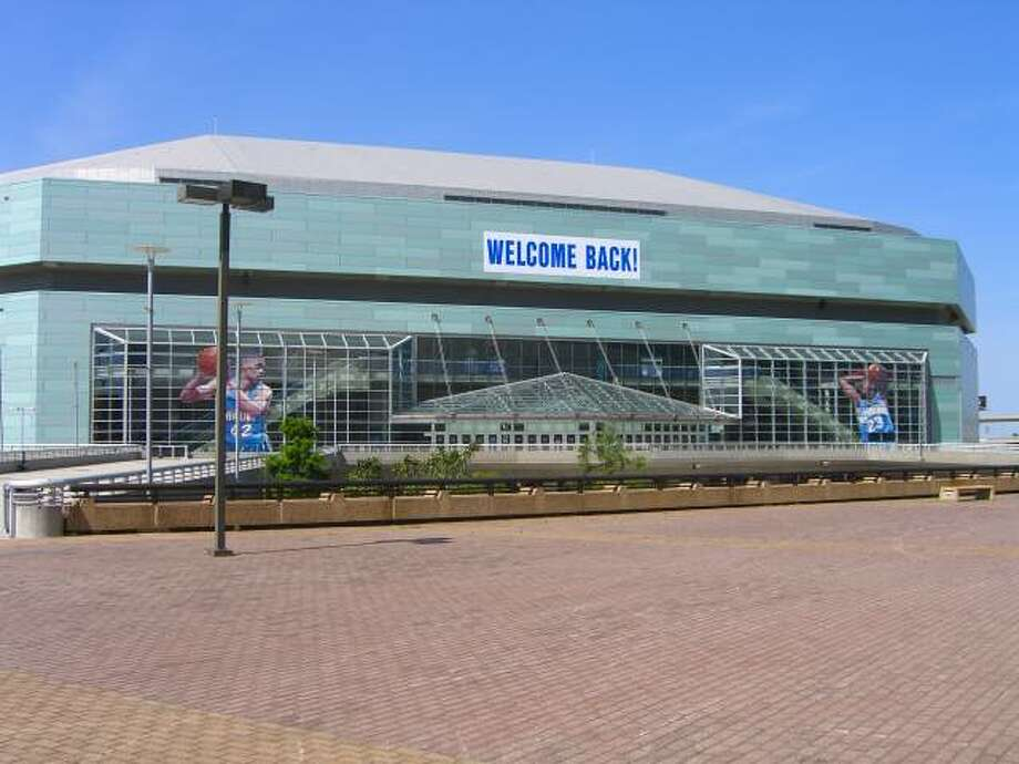 New Orleans HornetsFacility: New Orleans ArenaOpened: 1999Capacity: 17,188(Nick22aku/GNU License)