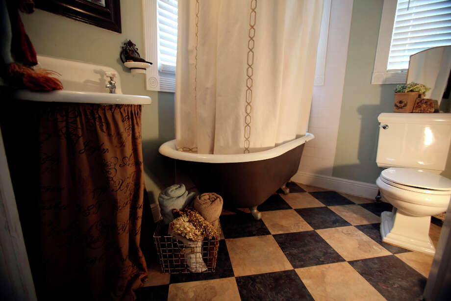 Bathroom in the home of Shane and Jayme Boscamp. Photo: Helen L. Montoya, San Antonio Express-News / ©2013 San Antonio Express-News