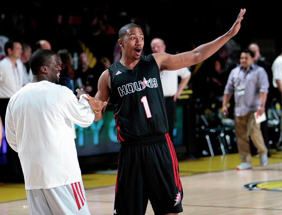 (l-r)  Comedian Kevin Hart ,and actor Nick Cannon greet each other on the court  during the 2013 Sprint All-Star Celebrity game. Photo: Billy Smith II, Houston Chronicle / © 2013 Houston Chronicle