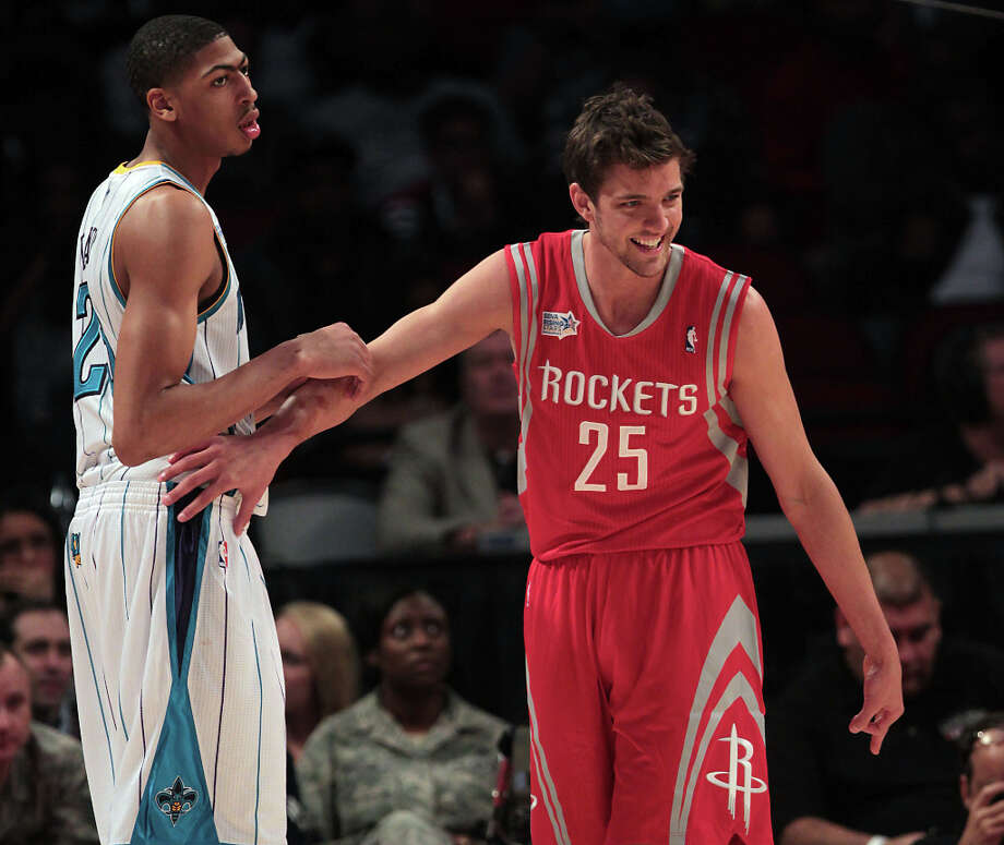 Chandler Parsons of the Rockets laughs with Anthony Davis of the Hornets. Photo: James Nielsen, Chronicle / © Houston Chronicle 2013