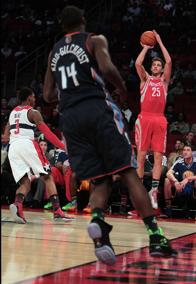 Chandler Parsons of the Rockets shoots a three-pointer. Photo: James Nielsen, Chronicle / © Houston Chronicle 2013