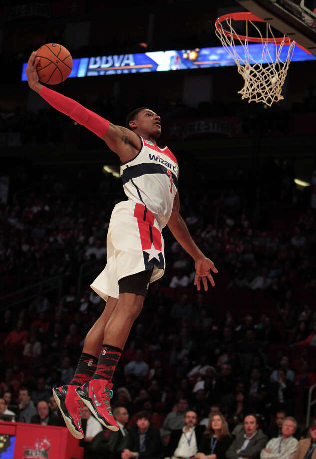 Bradley Beal of the Wizards goes up for a dunk. Photo: James Nielsen, Chronicle / © Houston Chronicle 2013