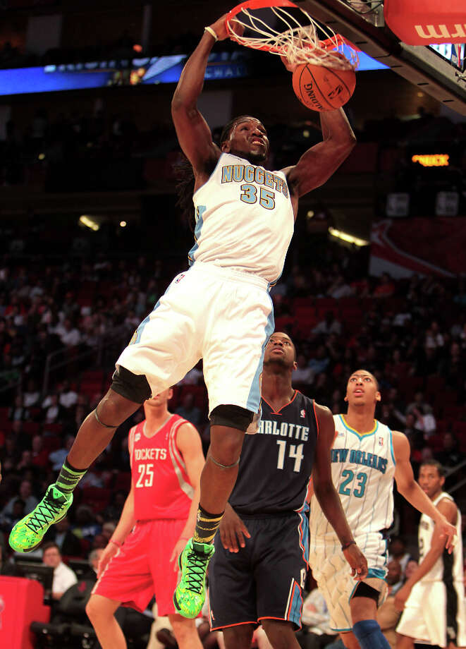 Kenneth Faried of the Nuggets goes up for a dunk. Photo: James Nielsen, Chronicle / © Houston Chronicle 2013