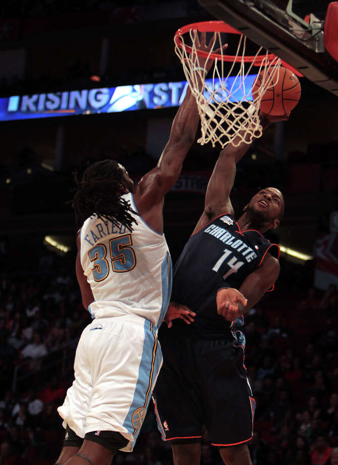 Kenneth Faried of the Nuggets defends against Michael Kidd-Gilchrist of the Bobcats. Photo: James Nielsen, Chronicle / © Houston Chronicle 2013