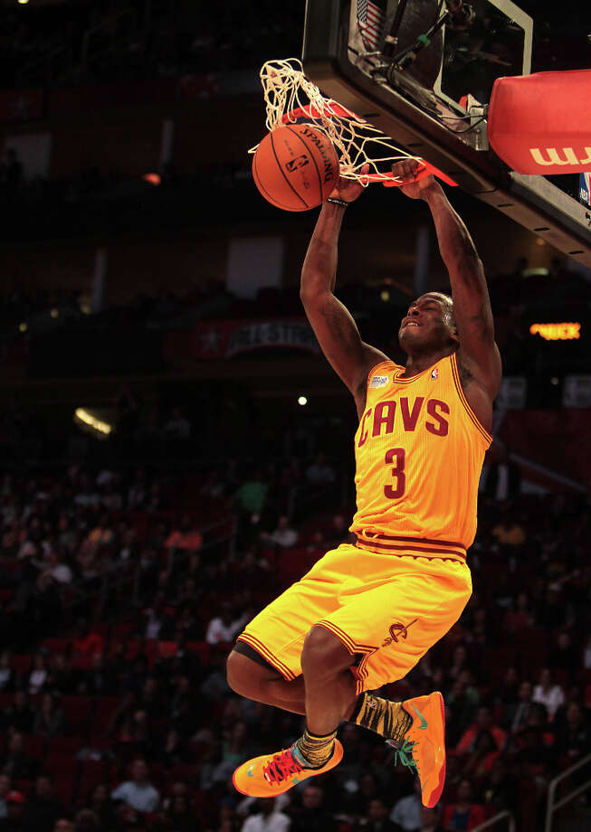 Dion Waiters of the Cavaliers goes up for a dunk. Photo: James Nielsen, Chronicle / © Houston Chronicle 2013