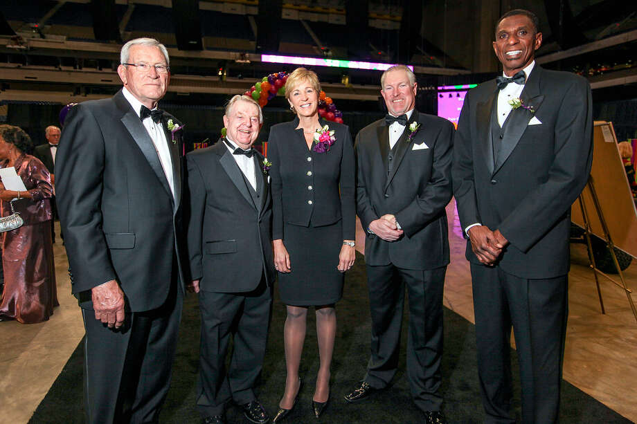 Ed Whitacre (from left), Joe Conrad, Nell Fortner, Norm Charlton and Larry Kenon pose during their induction into the San Antonio Sports Hall of Fame on Friday at the Alamodome. Photo: Marvin Pfeiffer / San Antonio Express-News
